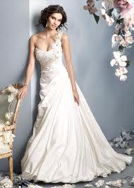 One shoulder jurk is ontzettend populair en verkrijgbaar in vele varianten