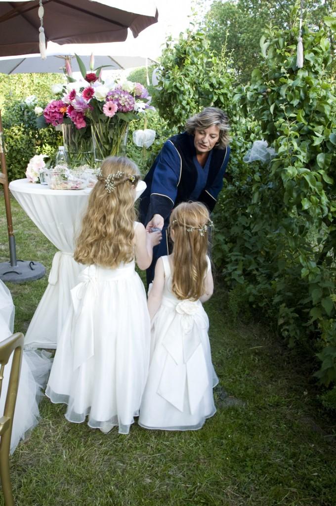 Trouwambtenaren-tijdens-ceremonie